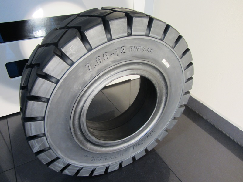 Solide tyre 7.00-12 WonRay