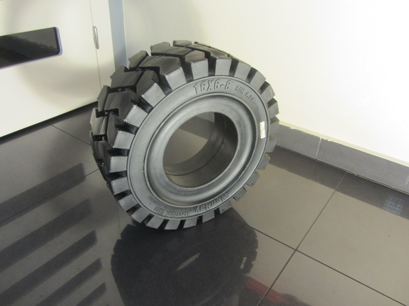 Solide tyre 16x6-8 WonRay