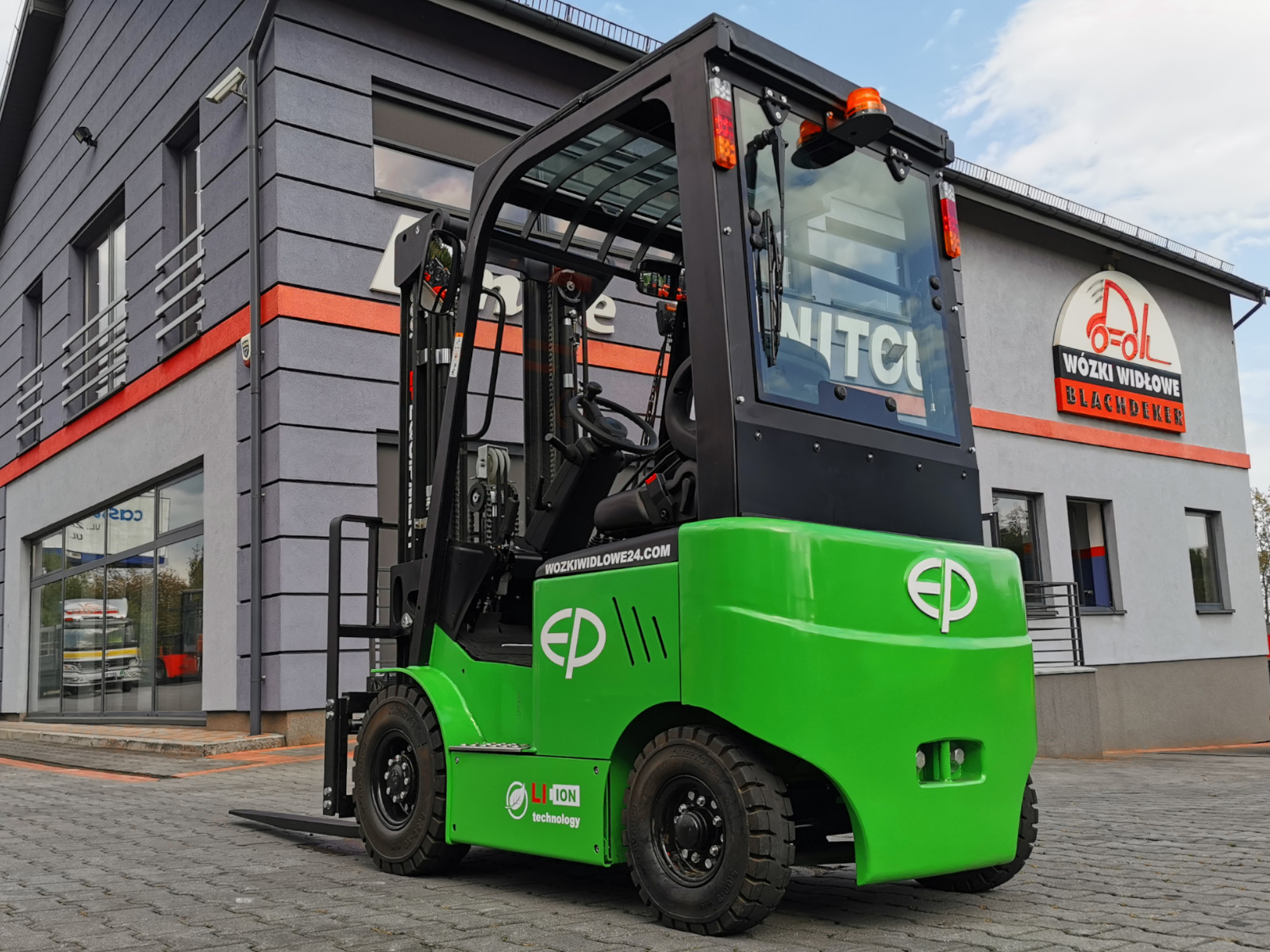 New 4 wheel electric forklift EP EFL181